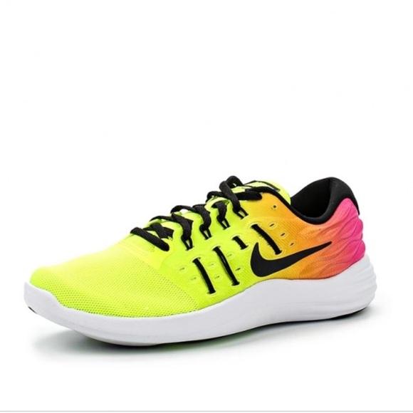 47bba700f69e64 Nike Women s LunarStelos Ultd Running Sneakers. M 5aa6ee2c739d487b2d9ac277